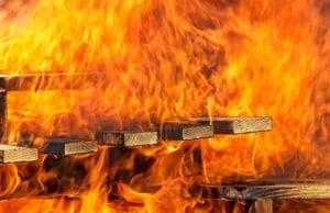 ฝันว่าบ้านไฟไหม้ ทำนายฝัน ตีเลขจากฝันว่าบ้านไฟไหม้